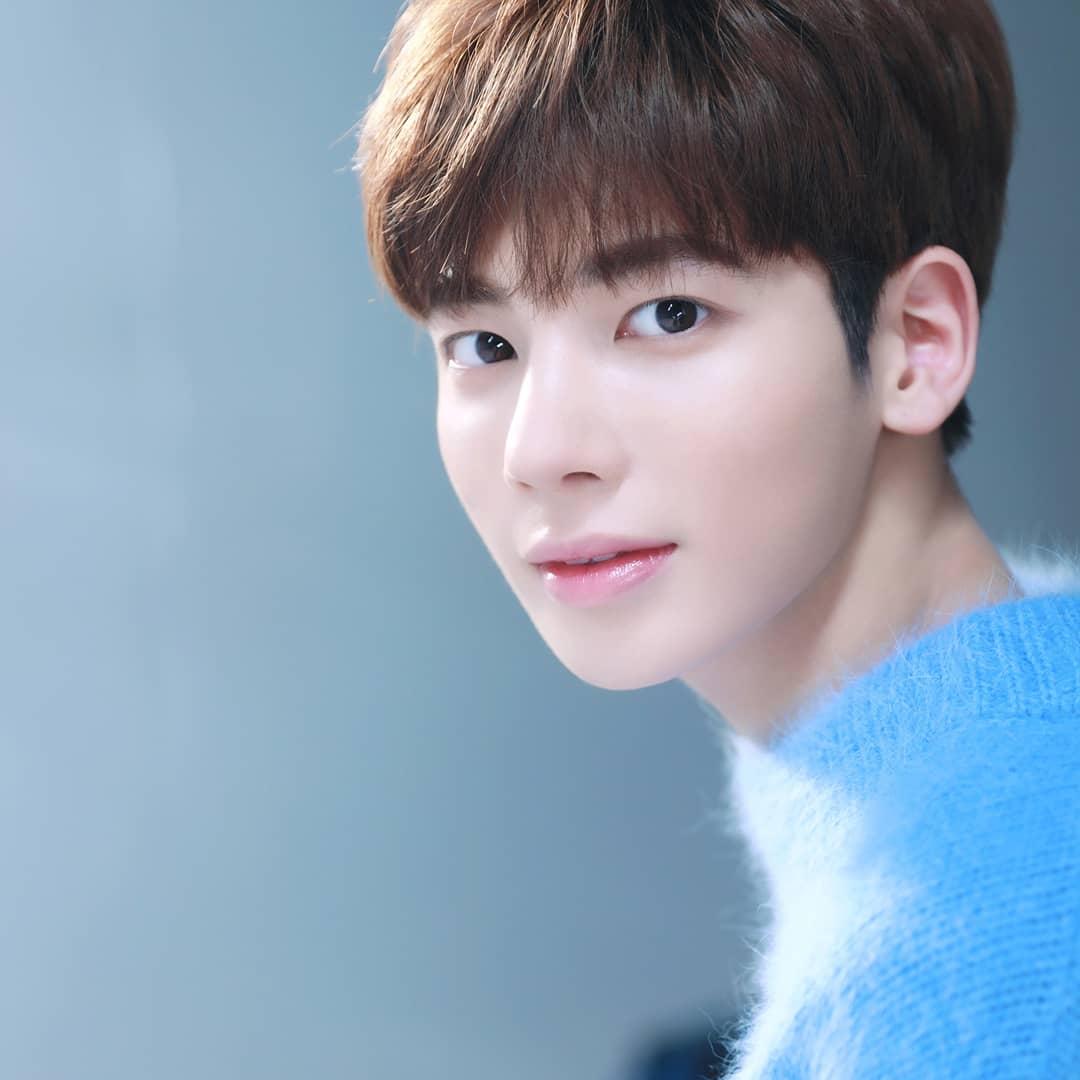 8 Fakta Taehyun, Member TXT yang Hobi Fotografi dan Traveling