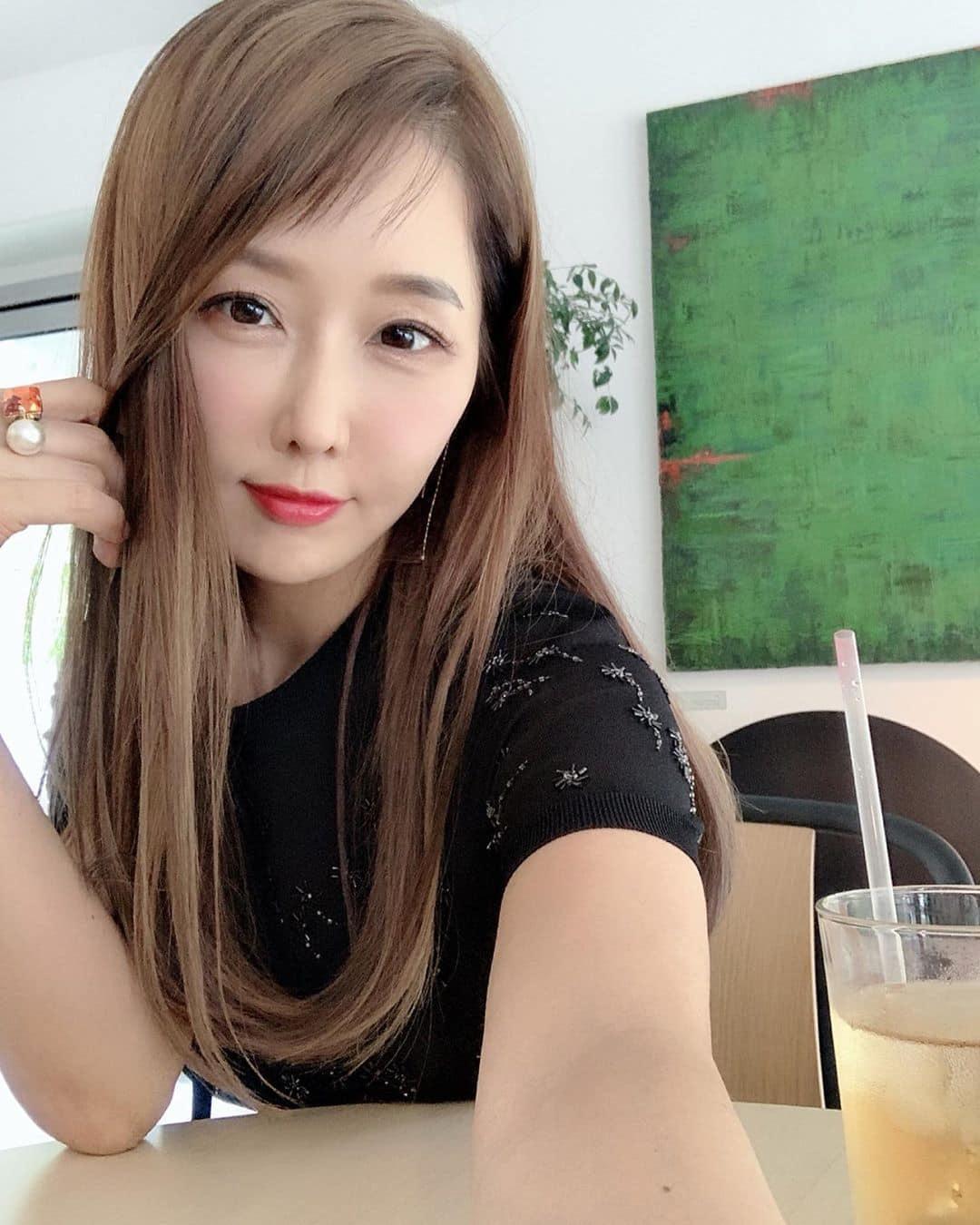 10 Potret Lee Su Jin, Dokter Gigi Usia 51 yang Wajahnya Seperti 20 Tahun