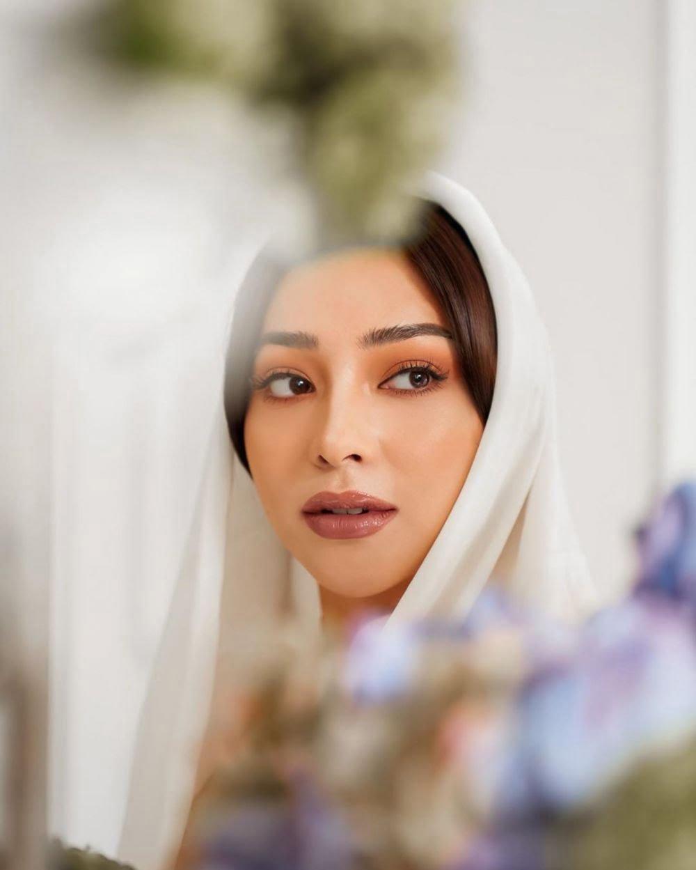 Pelan-Pelan Berhijrah, 10 potret Nikita Willy Kenakan Hijab Bikin Hati Adem