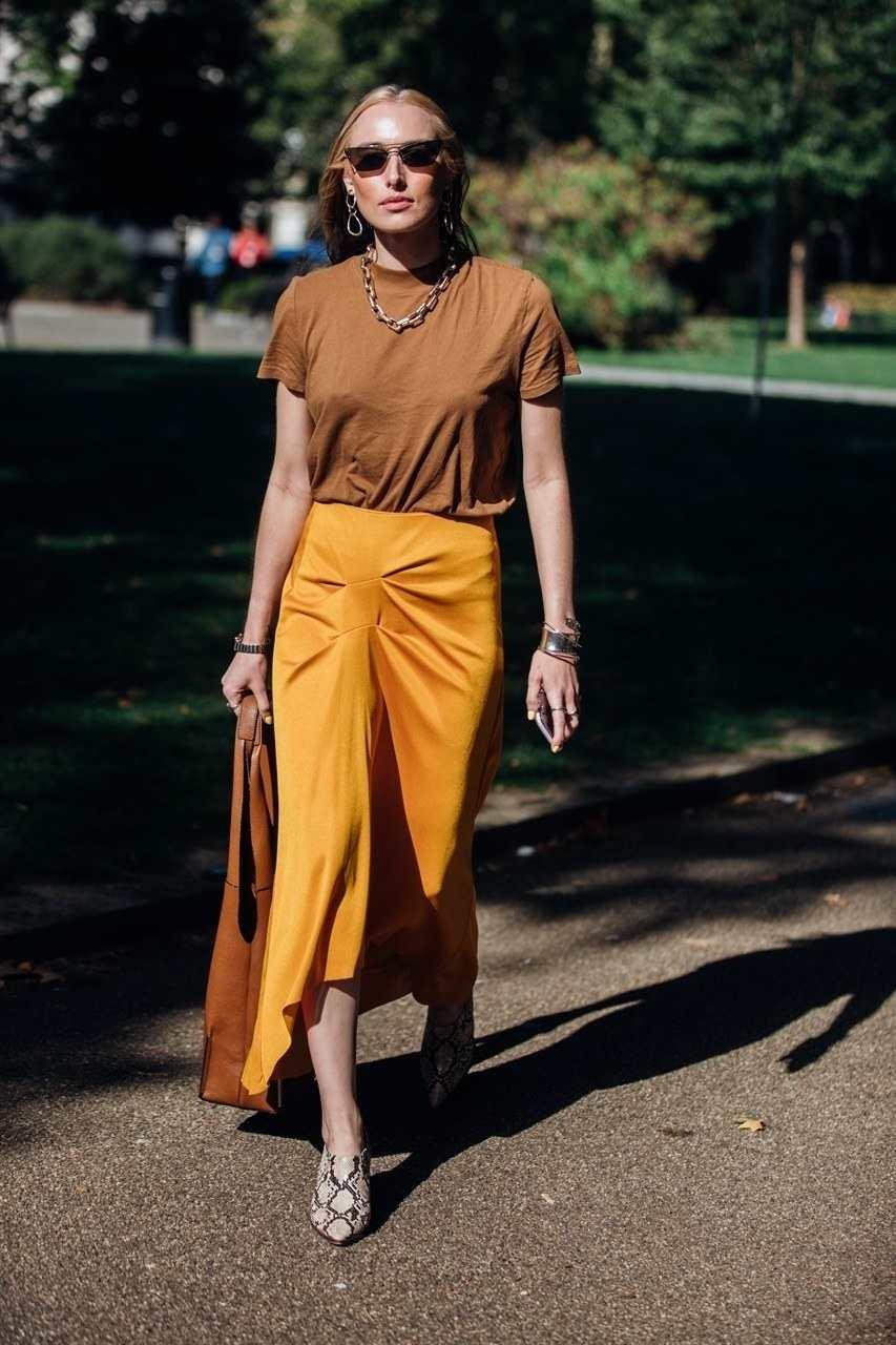 10 Ide Mix and Match Outfit dengan warna Earthy Tone, Kece Banget