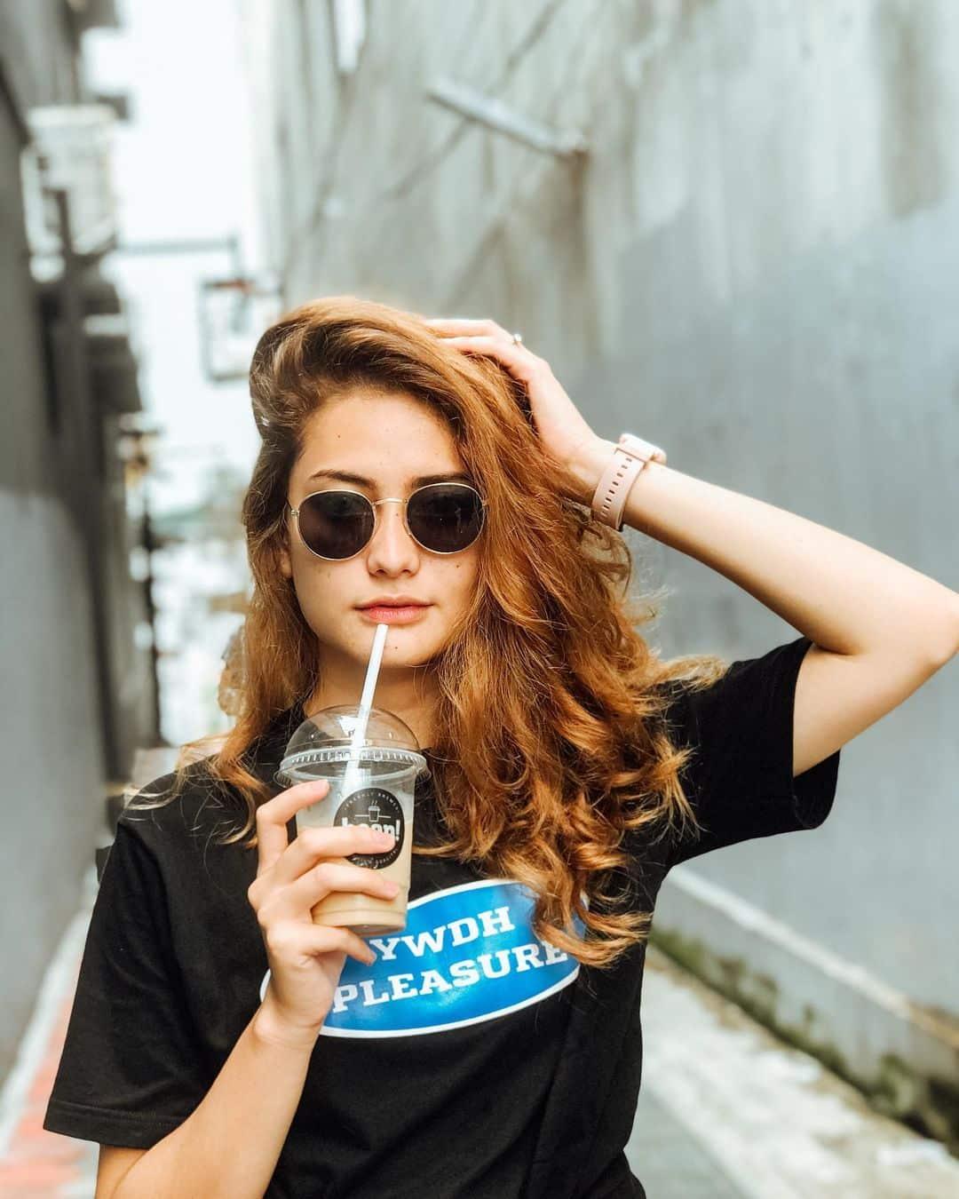 10 Potret Azmi Wanda, TikToker Cantik 'Kembaran' Rachquel Nesia