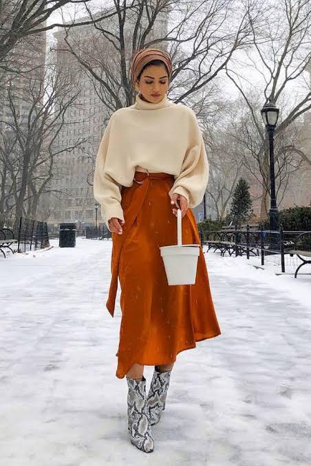 10 Padu Padan Oversized Sweater yang Cocok untuk Musim Dingin