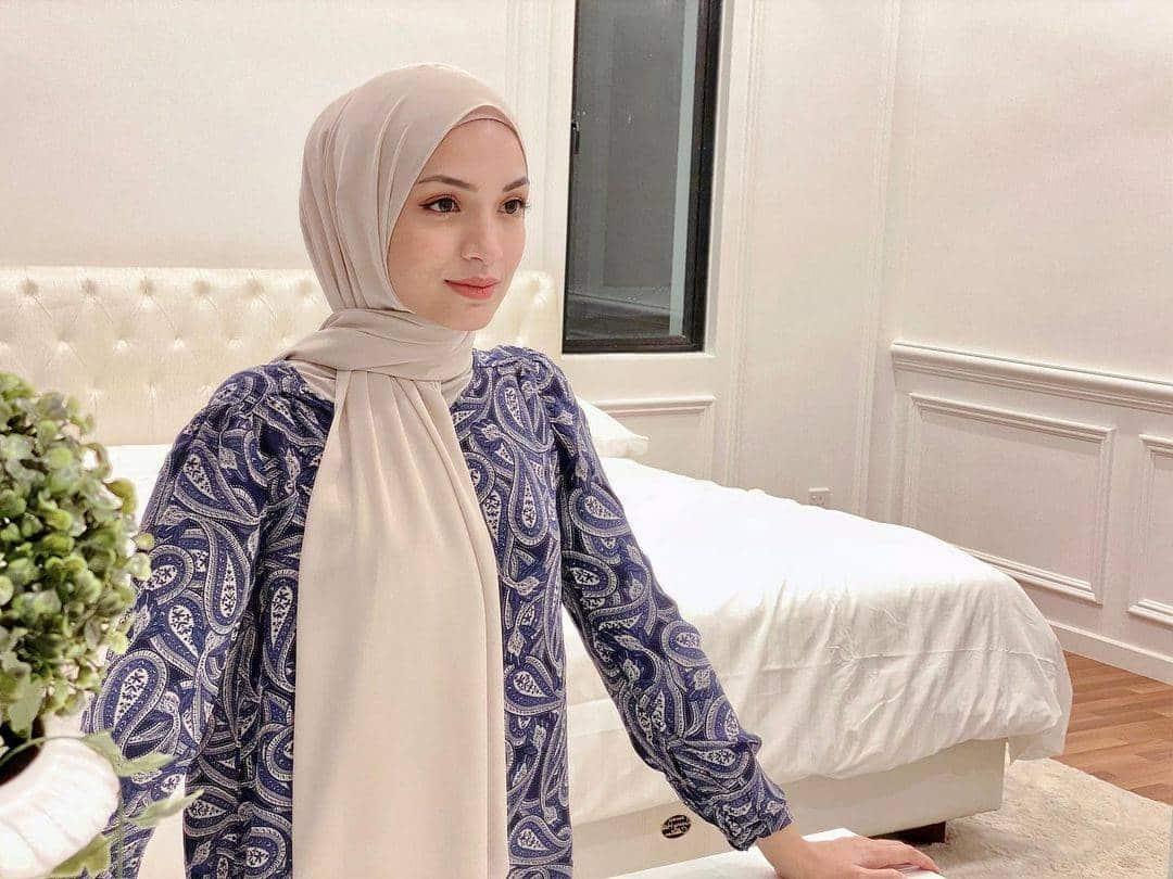 10 Potret Cantik Amyra Rosli, Aktris Malaysia Bintang Utama Serial Nur