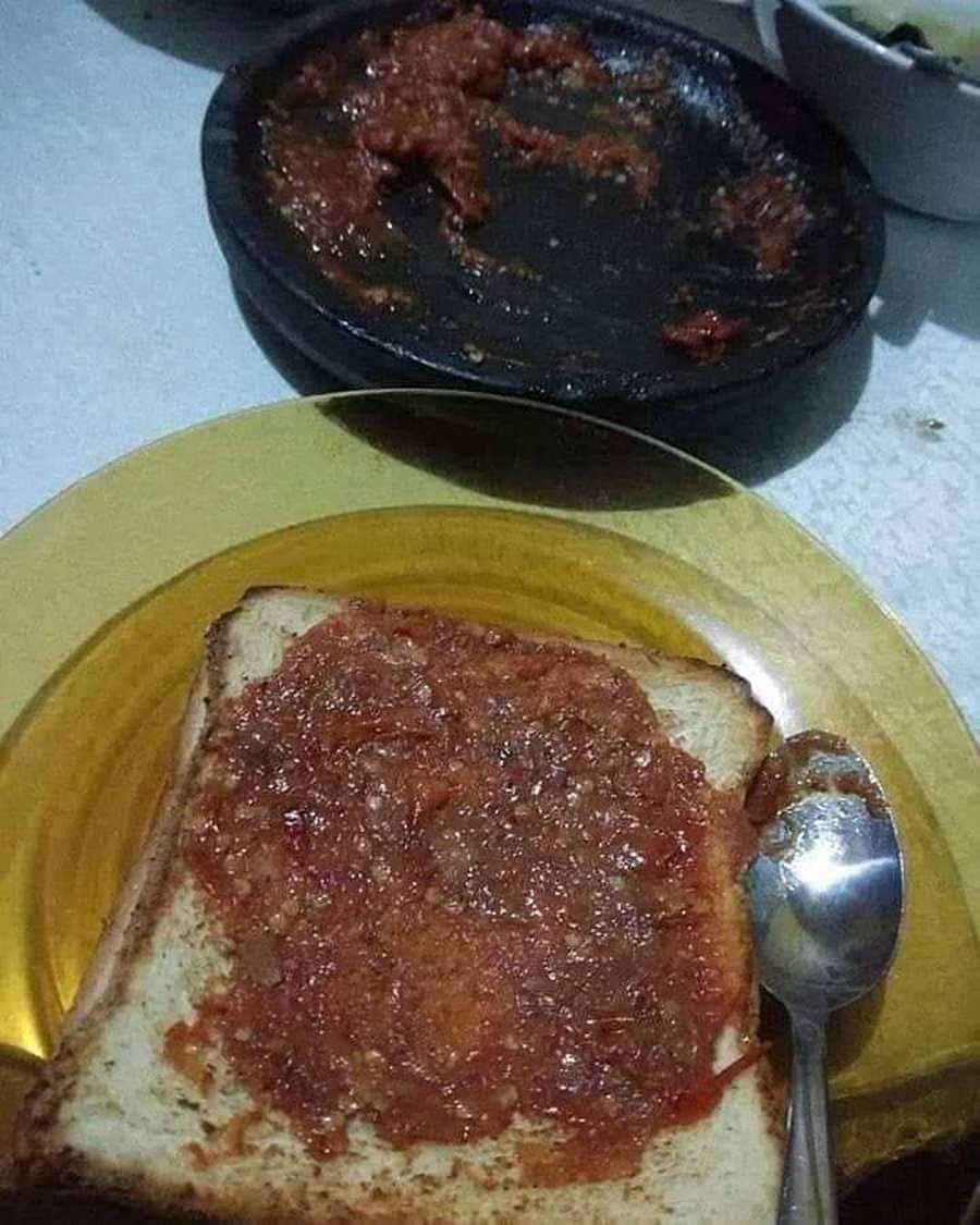 10 Potret Variasi Roti Sandwich yang Absurd Banget