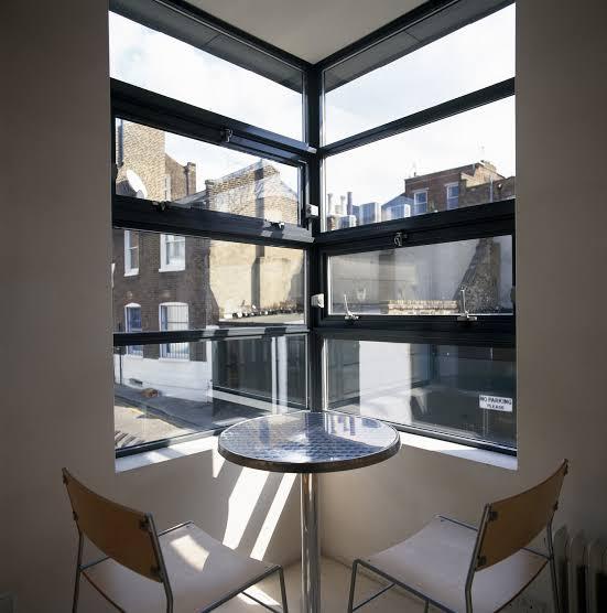 Bisa jadi Ruang Bersantai, 10 Ide Jendela Sudut di Rumah